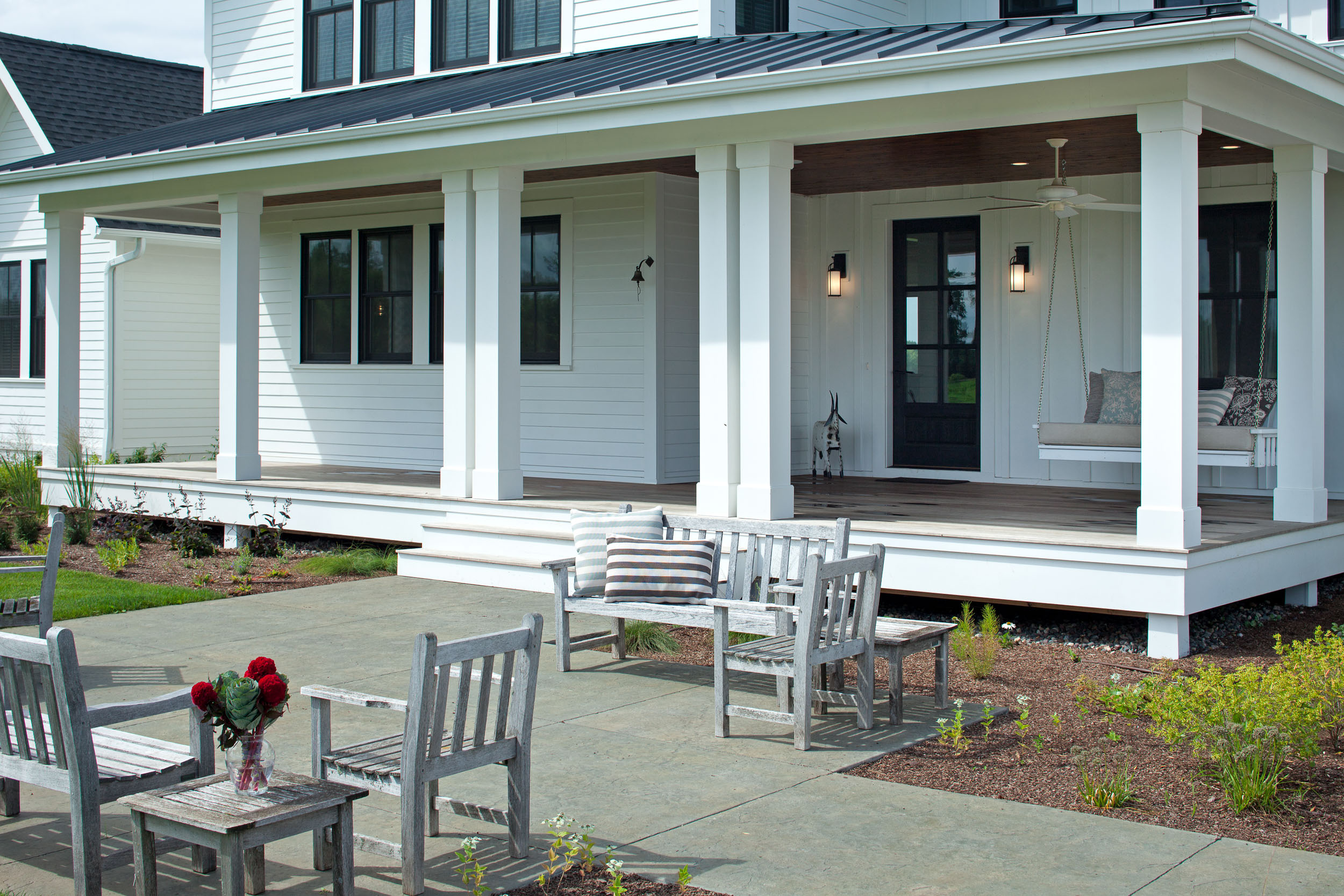 Modern Farmhouse Entry Porch Image