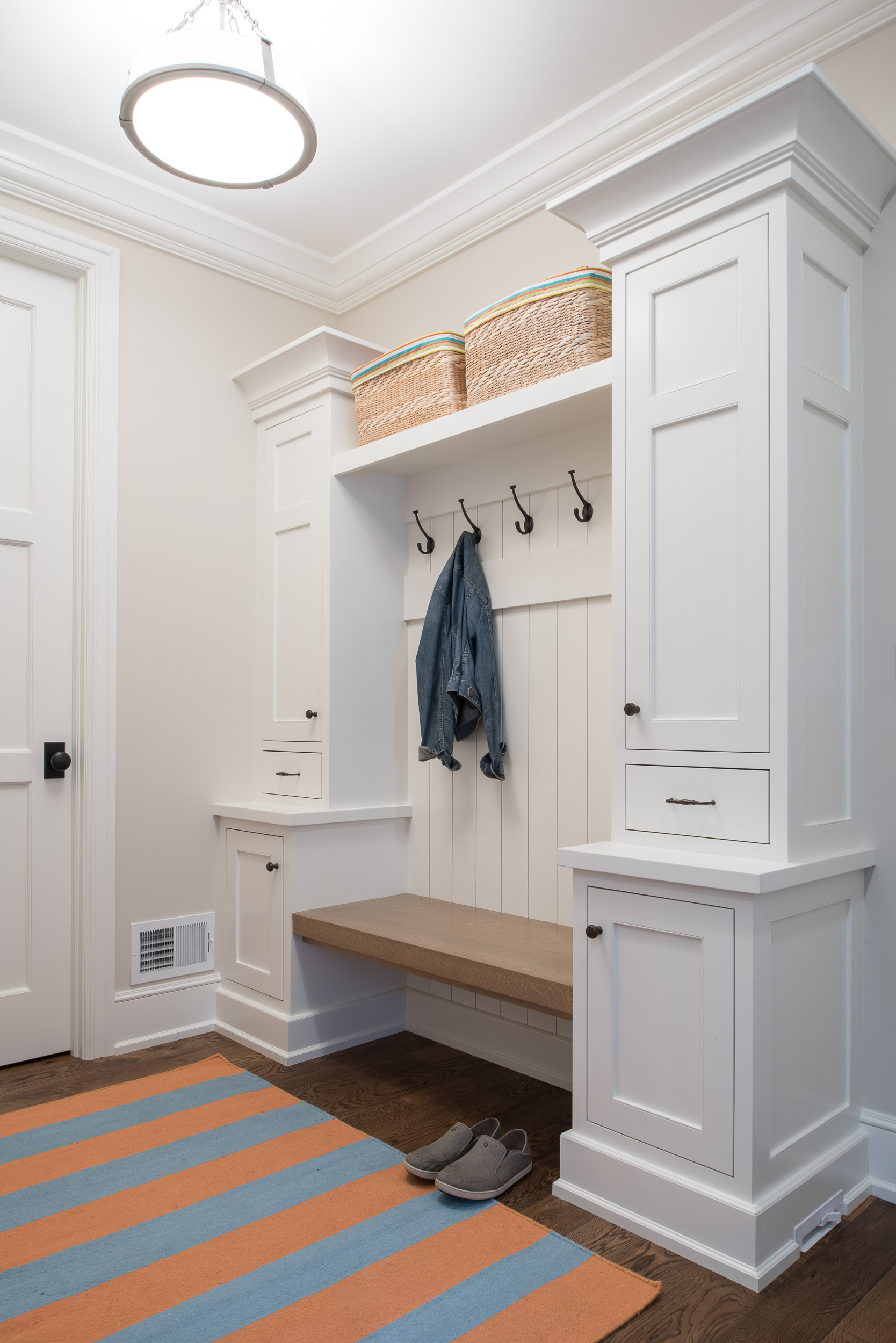 lake-cottage-mudroom-image