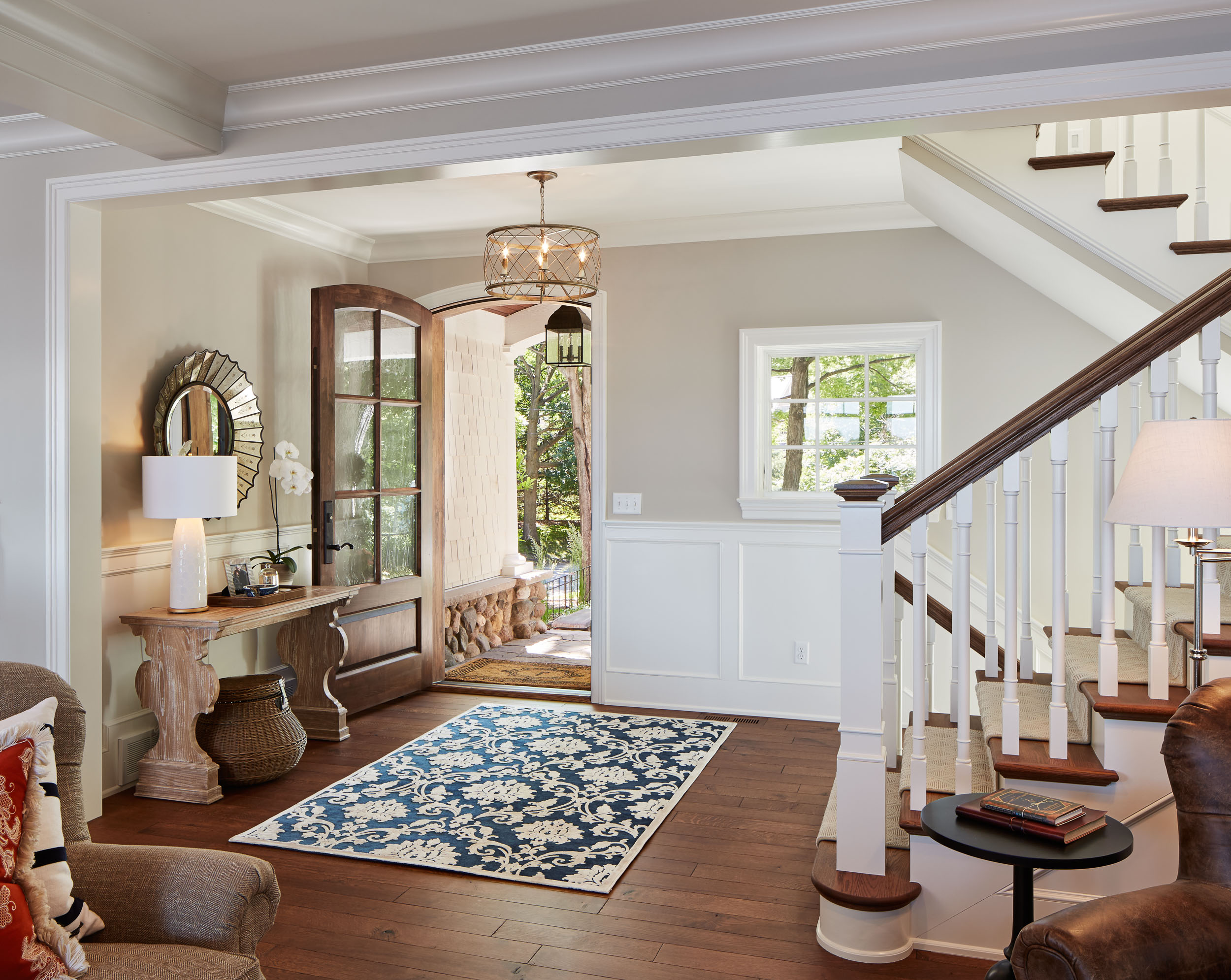 Lakeside Cottage Foyer Image