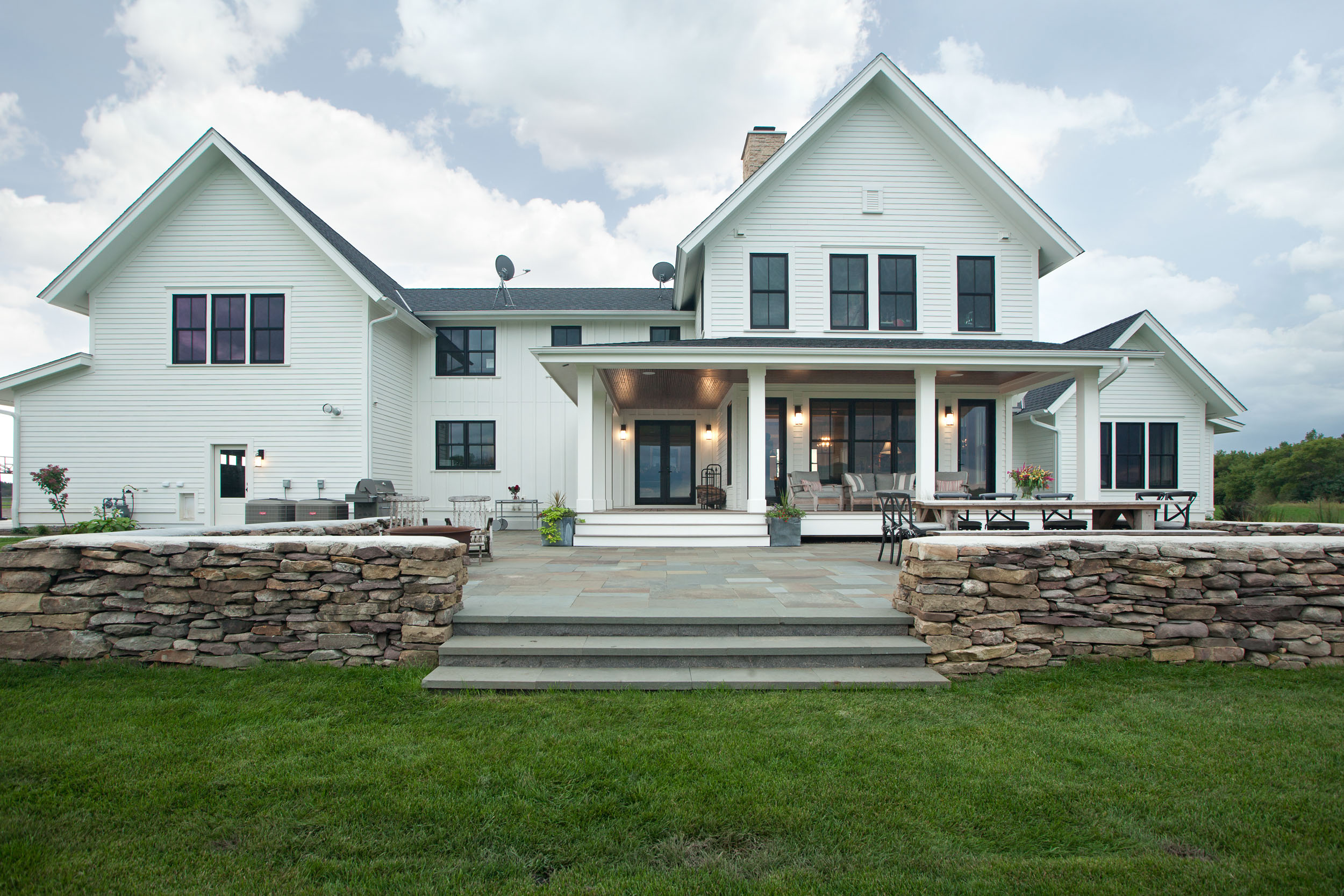 Modern Farmhouse Rear Image