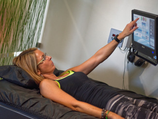 Hydromassage-woman-touchscreen-2014.jpg