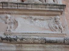 Inscripción que recuerda la colocación de la primera piedra del monasterio, 7 de mayo de 1521