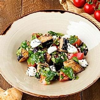 Салат с хрустящими баклажанами (200гр.)