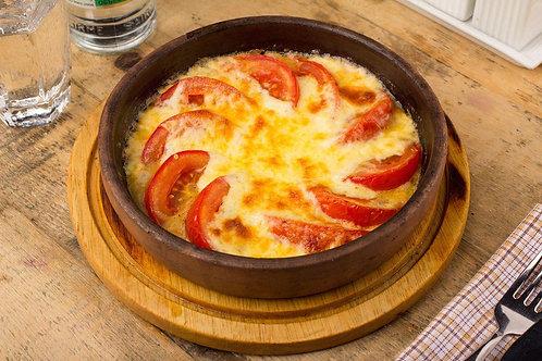 Сыр сулугуни запеченный с томатами на кеци (250гр.)