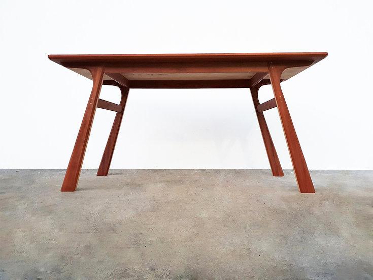 L-Slim Two-Tone Table