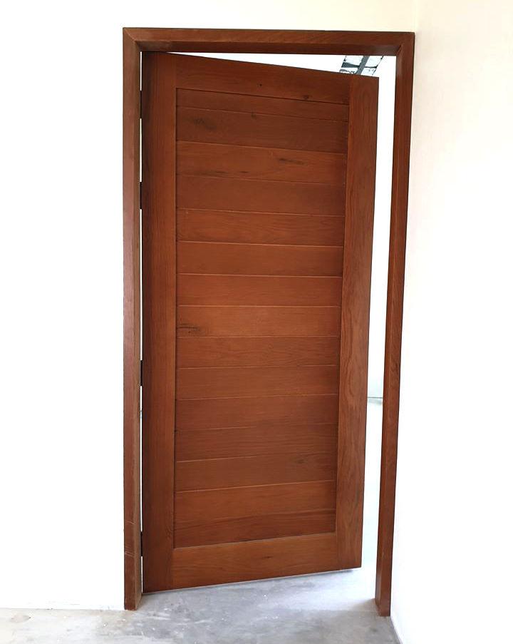 ประตูปิดผิวไม้ Oak รุ่น AB-02 สี Mahogan