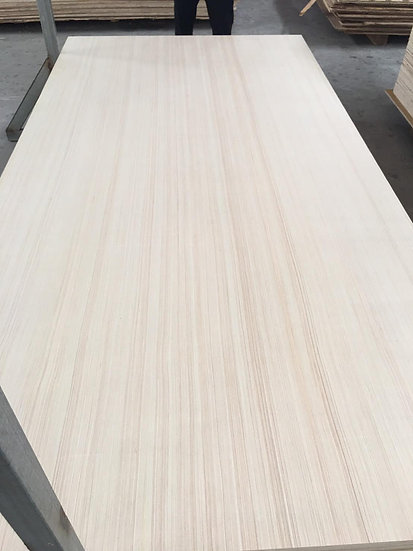 ไม้อัด ไม้สนลายเส้นตรง Grade AA (Pine wood board)