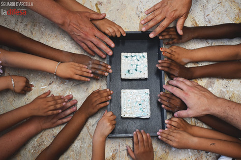 All'Arcella queste piastrelle di ceramica ci ricordano l'importanza e la bontà delle relazioni