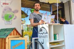 Una libreria mobile in giro per il quartiere per insegnare l'importanza del riuso e della lettura