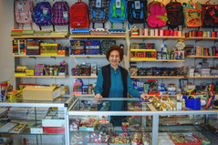 La cartolaia, il più bel mestiere del mondo. A 84 anni riapre il negozio all'Arcella