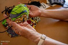 Mascherine sospese: Lida fa del bene con stoffa, ago e filo