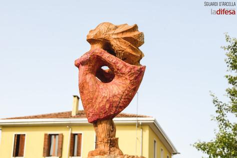 """""""Guardare oltre"""", una scultura come impulso per rinascere. Non solo per il tronco, ma anche per la nostra vita"""