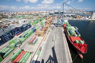 Encontramos el puerto de mercancía de la ciuda de Alicante