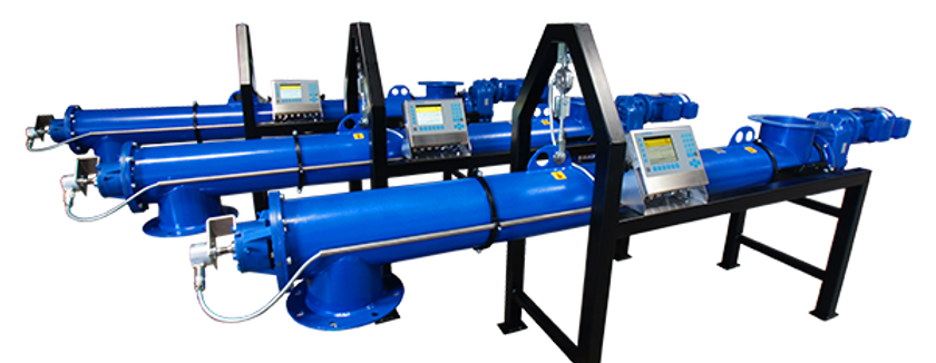 Weighing screw conveyor with automatic calibration