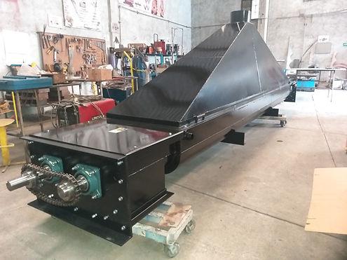 Transportador sinfin para manejo de materiales calientes