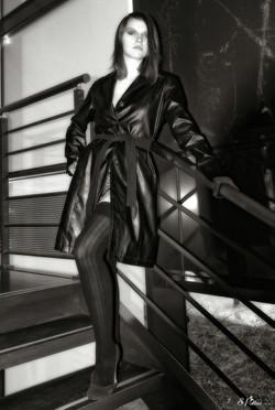 La fille de noir vêtue