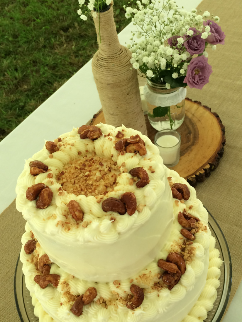 A perfect cake for a perfect elegant and charmingly rustic outdoor wedding.