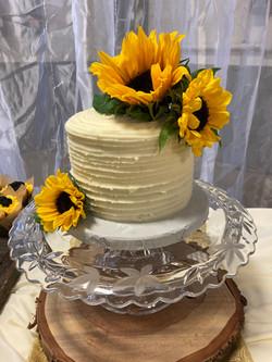 Rustic sunflower cutting cake
