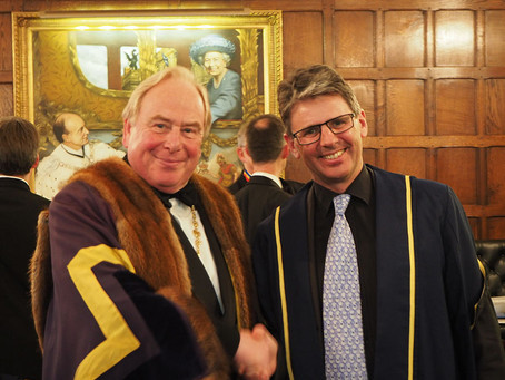 C8 CHAIRMAN CLOTHED AS LIVERYMAN IN LONDON CEREMONY.