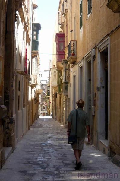 Мифы и легенды Мальты: добрые привидения Мальты дают деньги детям
