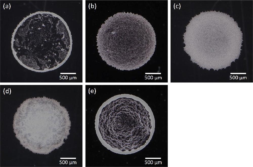 乾燥後の写真(a)コロイド粒子0.1wt%(b)コロイド粒子0.1wt%+CNF0.01wt%(C)コロイド粒子0.1wt%+CNF0.1wt%(d)コロイド粒子0.1wt%+CNF1.0wt%(e)コロイド粒子0.2wt%