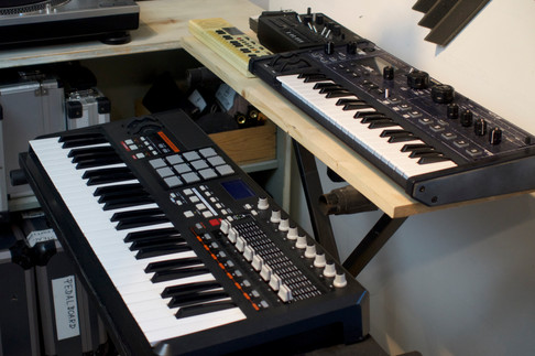 Akai MPK, Novation Mininova, Synth Toys