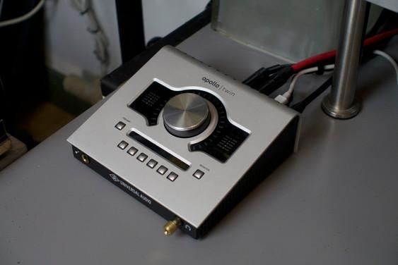 Apollo Twin Duo (8 additional preamps from Focusrite Saffire Pro 40 via ADAT)