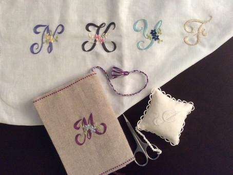 イニシャル刺繍