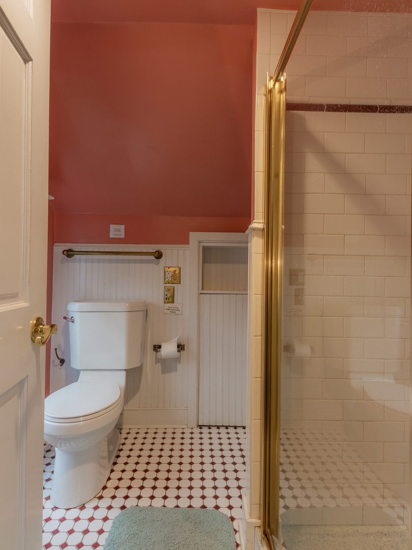 Bedroom 8/9 Bath