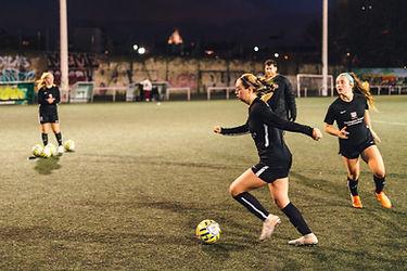 Campus _ Campamentos de fútbol con clubes profesionales, entrenamientos en París, Francia, Europa – Entrenamientos de fútbol de elite, alto nivel, rendimiento, competitivos – Partidos
