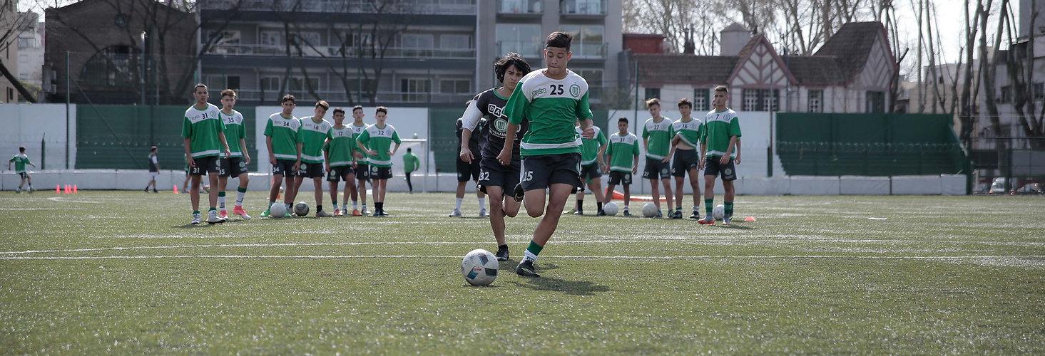 Academia de fútbol profesional en París, Francia, Europa – Entrenamientos con entrenadores con experiencia para chicos y chicas