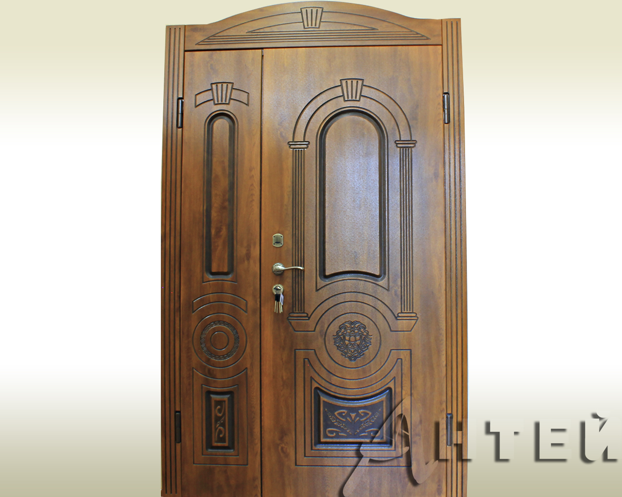 Полуторные бронированные двери