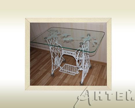 Эксклюзивный стеклянный столик с чугунными ножками