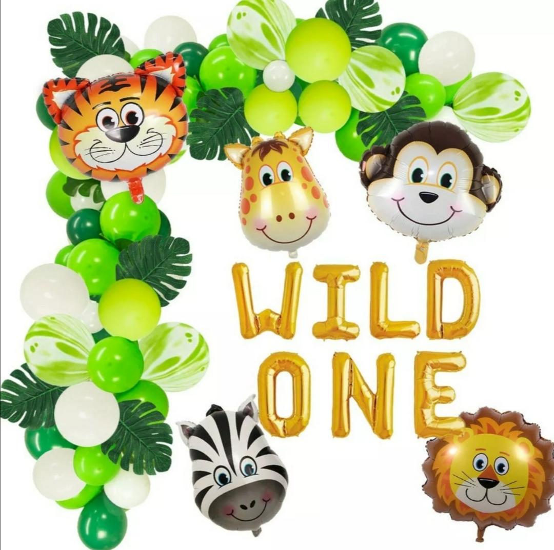 safari themed balloon setup