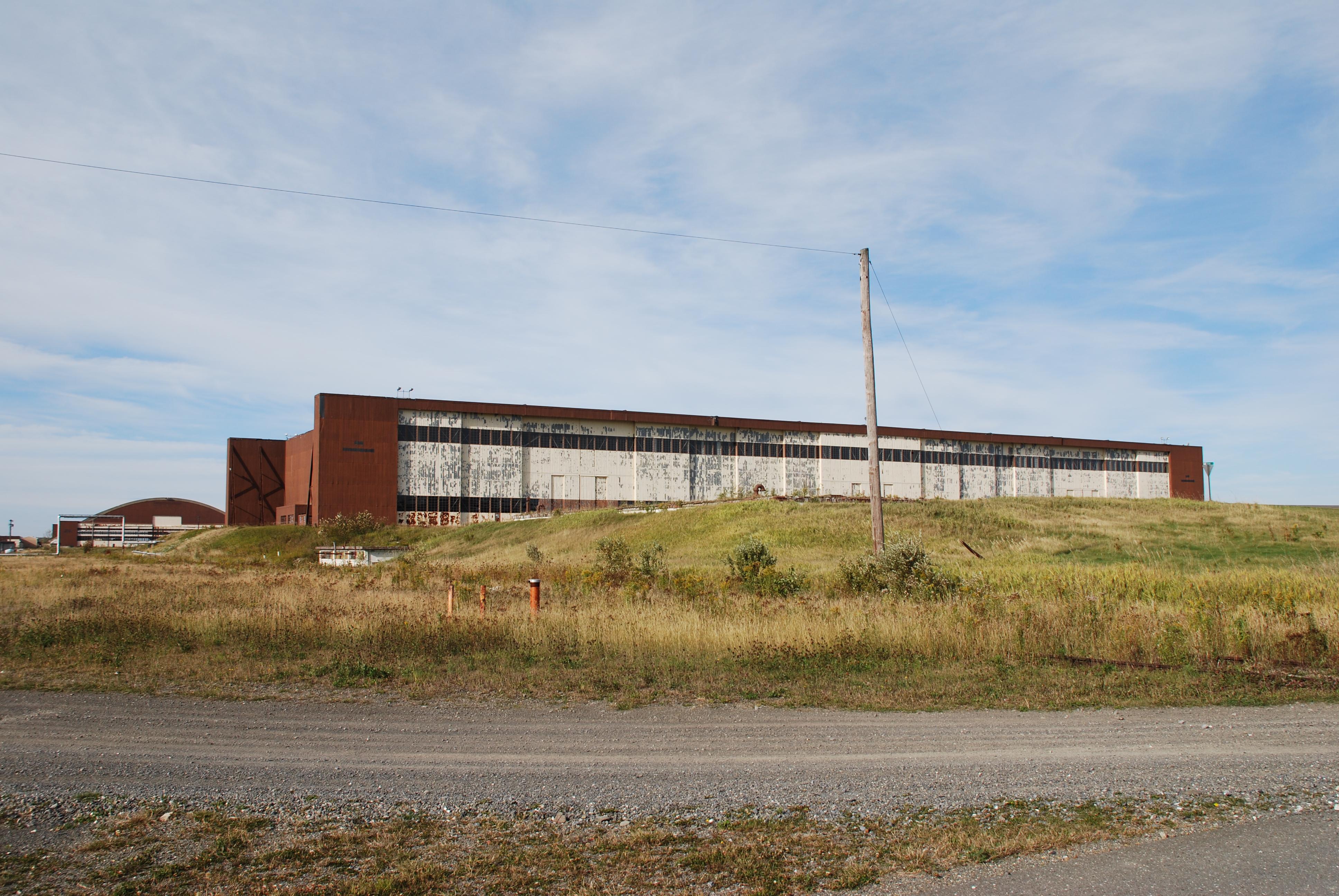 Double Cantilever Hangar