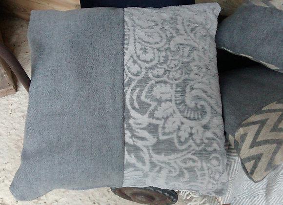Coussin gris en laine