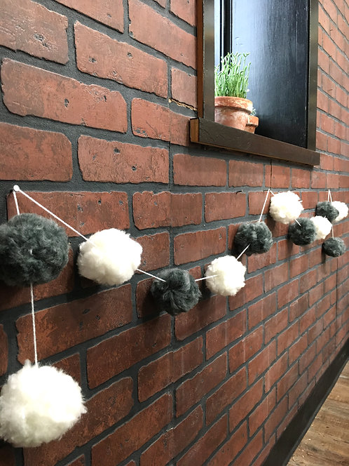 Drop Off Craft: DIY Pom Pom Garland