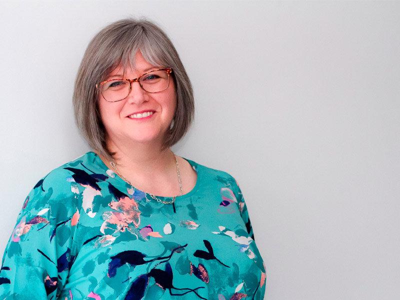 Portrait picture of Suzanne Smith
