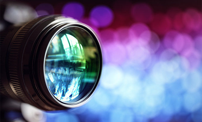 Camera lens with illusions colours in the background