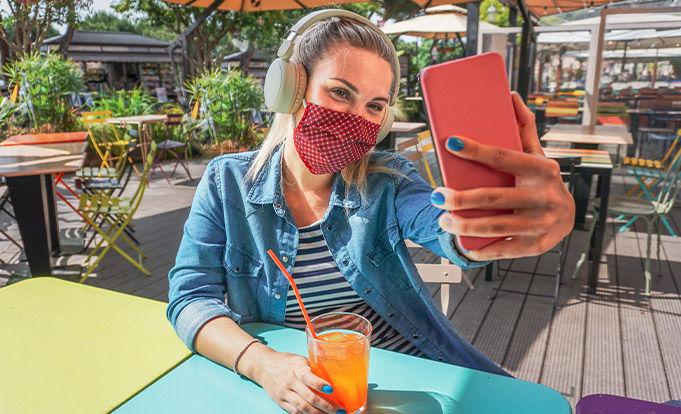 Social Media influencer advertising drinks