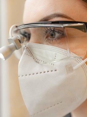 Laserschutzbrille Laserop am Zeh
