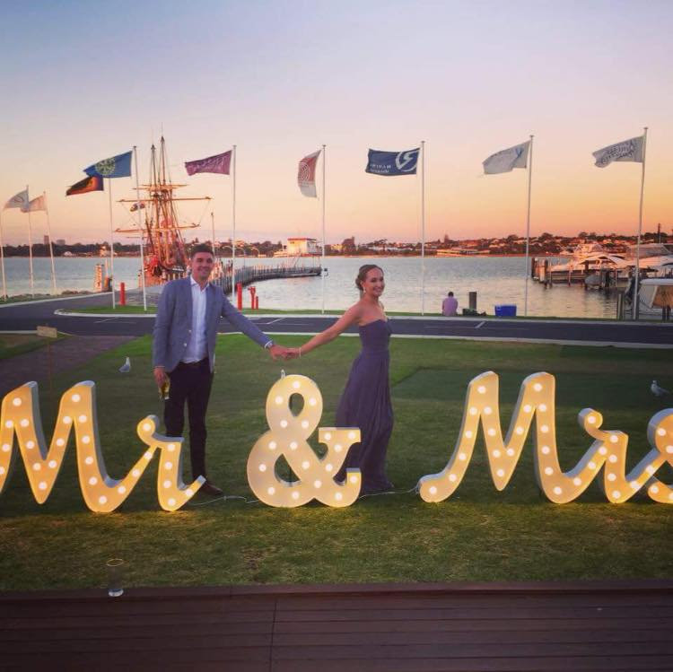 0.9m Mr & Mrs - Cursive Hire