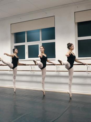 vídeo promocional das audições para novo ano letivo da parceira Jazzy Dance Studios com a escola de dança Ana Mangericão