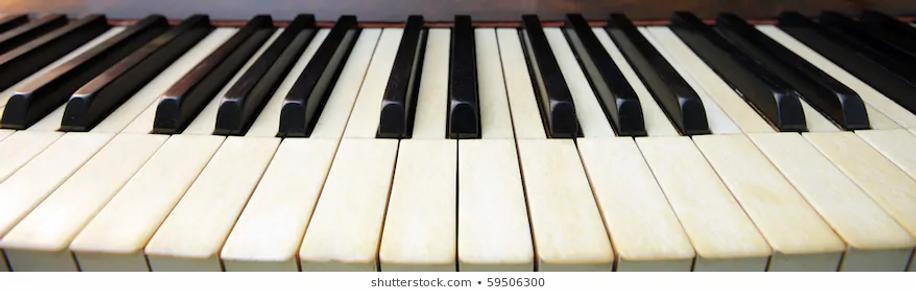 ivory-piano-keys-wideangle-panorama-260n