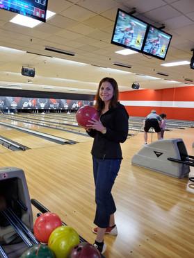 Dina bowling.