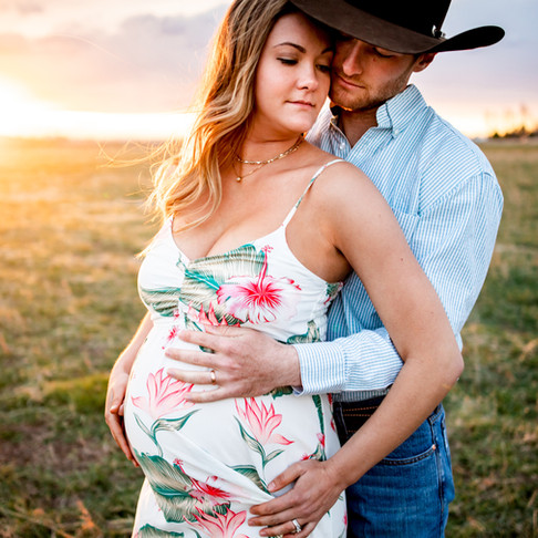 Colorado Spring Maternity Photography - Sara and Steven's Family Farm Session