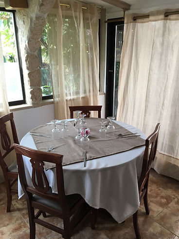 Table ronde, nouveau décor.
