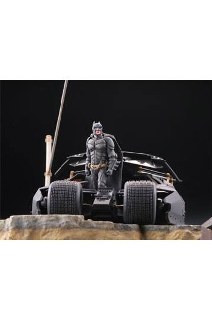 Batman Begins Legacy of Revoltech Diorama Batmobile Tumbler in Gotham City 17 cm