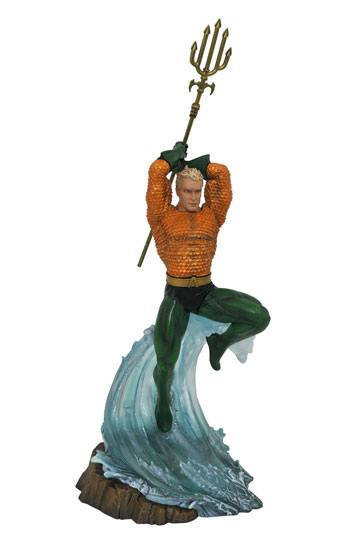 DC Gallery PVC Statue Aquaman 30 cm