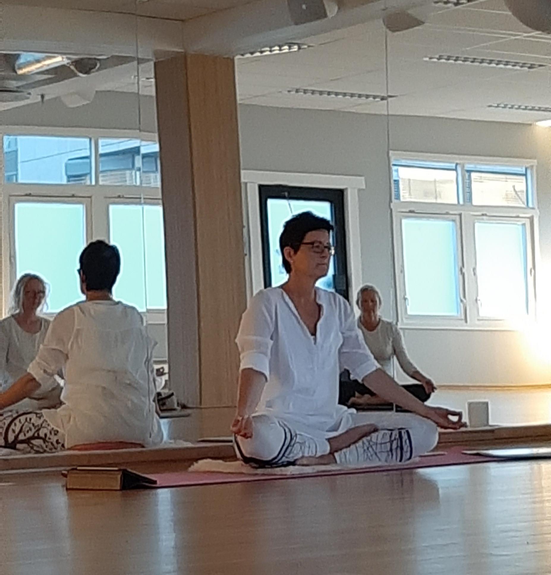 kundalini yoga med line vrenne